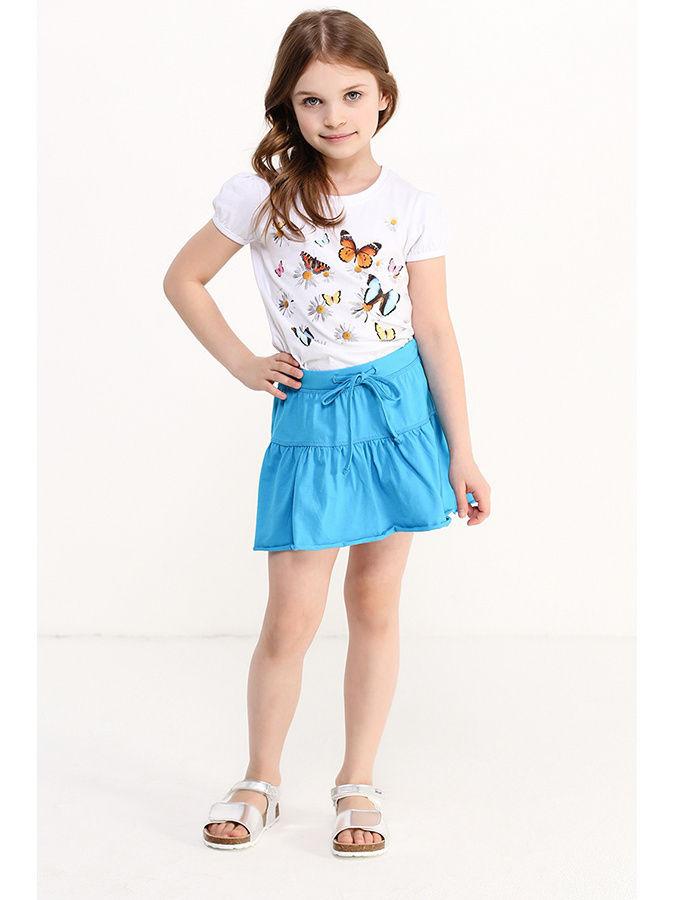 девочка в синей юбке