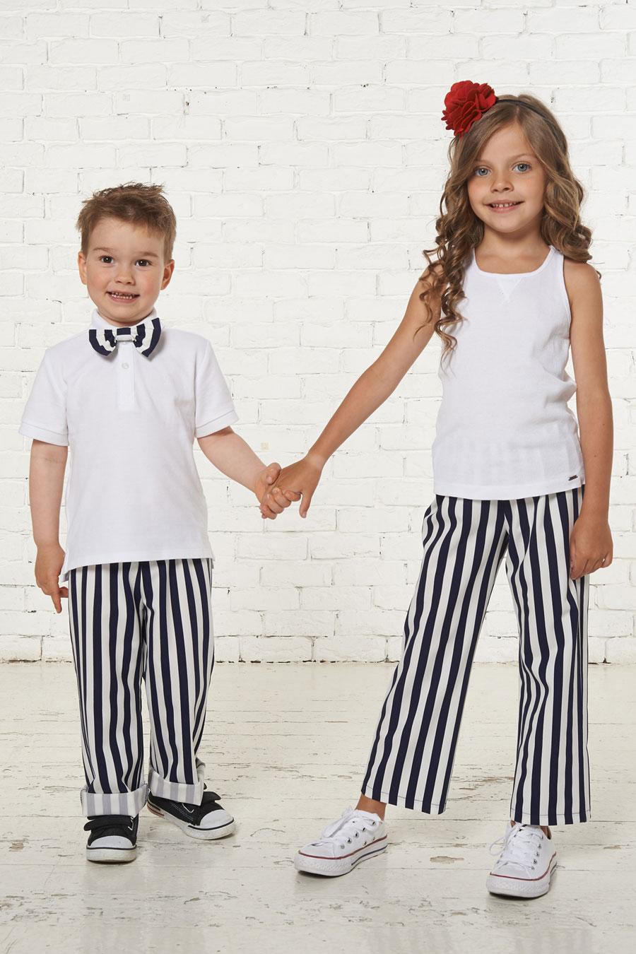 дети в полосатых брюках