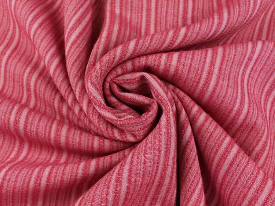ткань красного цвета