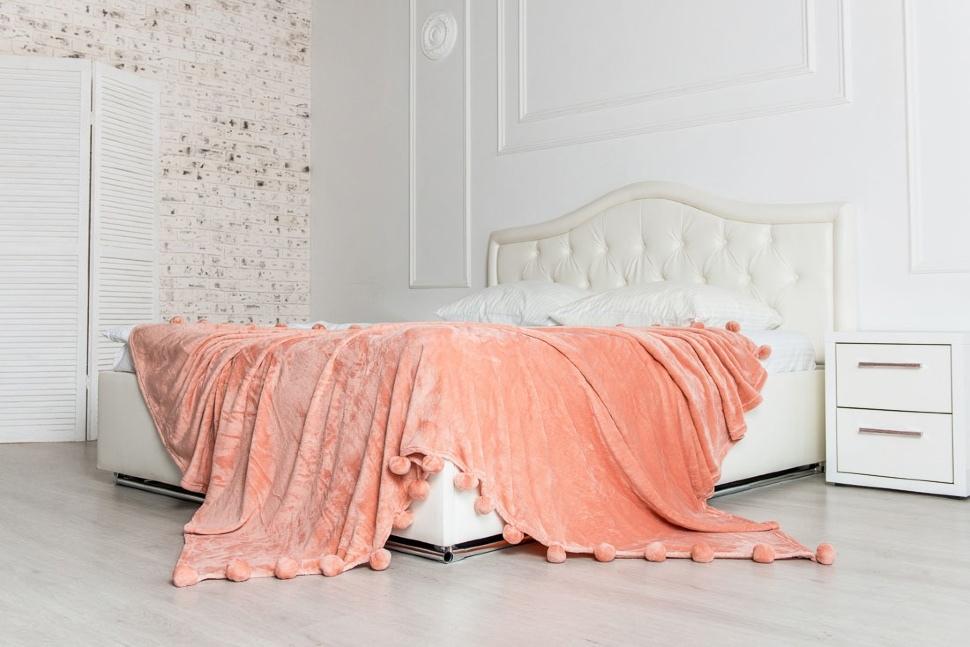 плед на кровати